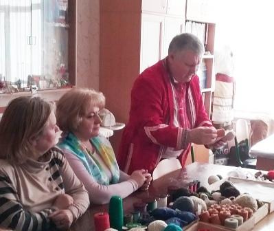 На фото Микола Володимирович Швед проводить майстер-клас.